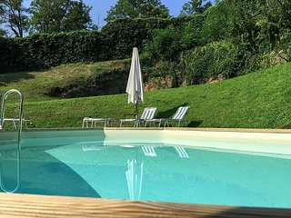 San Siro Villa Sleeps 8 with Pool and Air Con - 5229090
