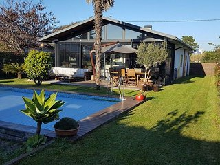 House with Heated Swimmingpool and Barbecue