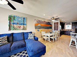 12GS: Nicely Decorated with Coastal Theme, 4Br, 3ba. Sleeps 12 / Heated Pool