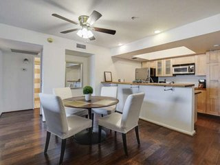 Freshly Updated! Community Pool, Bike Paths. Minutes to Old Town Scottsdale, Gia