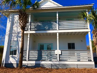 Newly Redone! 6 bedroom 4 bathroom home with private pool 2 blocks to the beach!
