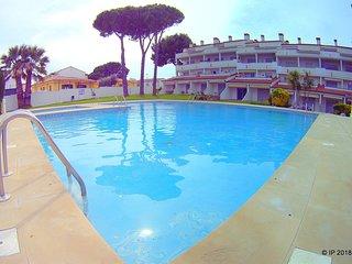 A 300m de la playa apartamento para 4p con piscina, jardín comunitario y parking