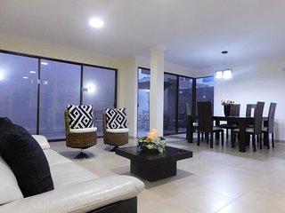 Hermosa Villa amplia y fresca,  via a la Costa sector Mall Laguna plaza