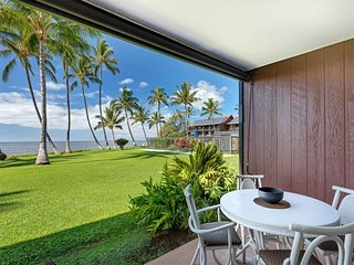 Enjoy it all! Oceanfront suite w/full kitchen, TV+ceiling fans–Molokai Shores