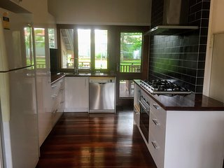Charming low-set 3BR 2BA Queenslander w large deck