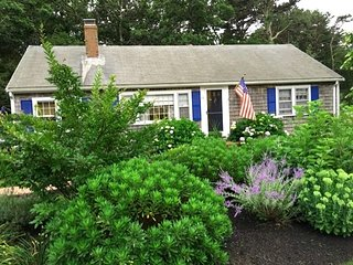 Darling Vacation Home / Mid-Cape & DOG Friendly! 137007