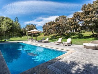 The Portsea Retreat: triple block, pool, tennis crt