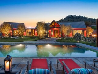 Wine Country Couture! Sweeping Valley Views, Chef's Kitchen, Pool, & Hot Tub
