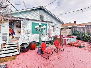 Charming Galveston 2BR w/ Artsy Backyard & Grill - Steps to Beach & Bistro