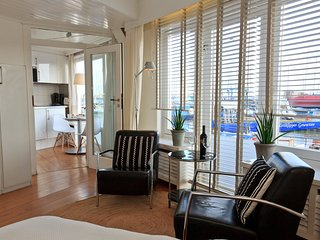 Panorama room with harbour vieuw