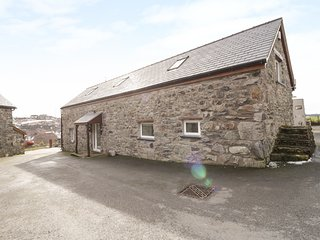 BRYN EITHIN, en-suites, valley views, exposed beams. Ref 29635