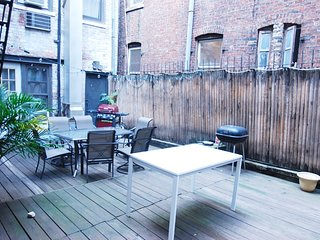 Stay near NYU and Washington Square Park - cozy studio with outdoor space