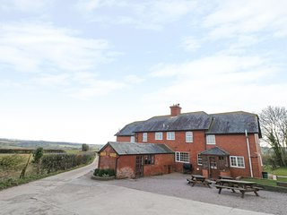 DURSTONE COTTAGE, pet friendly, country holiday cottage, with a garden in Pencom