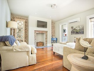 Stay Lucky in Savannah: Newly renovated garden apt, 1 block to Forsyth Park
