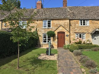 Pump Cottage - Luxury Cotswold Holiday Cottage