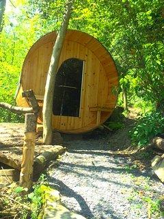 Mellow mountain Eco Retreat with Tipi, Wood Burning Hot Tub and Sauna