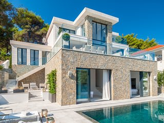Villa Premium Brac – Luxury sea front pool villa in quiet bay of Sumartin, Brac