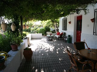 Superb 3 bedroom, 3 bathroom Cortijo with pool in excellent location
