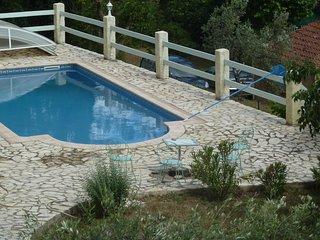 appartement 3 pieces sur terraine de 2000 m2 de terrain avec piscine privée