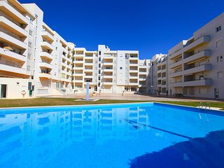 Modern 1 Bed Apt With Communal Pool, Only 800m From The Beach, Armação de Pêra