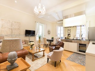 Sunlight Properties Cristal - sensational 3 bedroom apt, heart of Nice Old Town