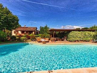4 bedroom Villa in Monte San Savino, Tuscany, Italy : ref 5241696