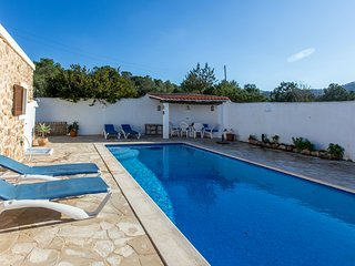 Villa Verde with sea views for 6 guests, only 2.5km to Ibiza beaches! Catalunya
