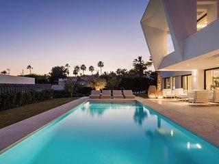 Contemporanea nueva villa cerca de Puerto Banus y playa en Marbella