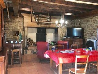 Spacieuse maison piscine couverte chauffée ValléedelaDordogne Rocamadour Padirac