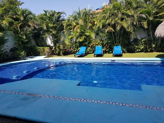 5 Bdrm/ 5 Bth Masion in Golf Course - Private pool and garden