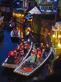 Concert de Noël sur l'eau devant l'appartement, vue du salon directement