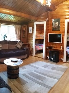 Living Room with Wifi, SkyTV and Landline for incoming calls