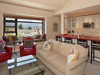 Elegant Suite for 6 with Loft + Fireplace in Amazing Mountain Location