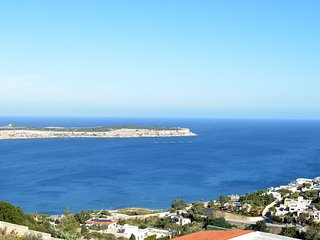 The Horizon 1 bedroom apartment, swimming pool , private  balcony with sea views
