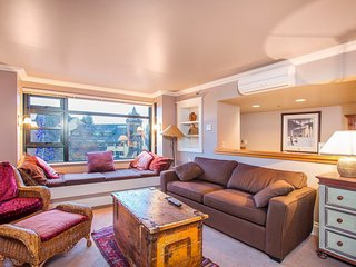 Bright Suite for 4 at the Base of Blackcomb and Whistler Mountains!