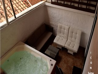 Big Jacuzzi 4-BR Pvt. Apartment Parque Lleras