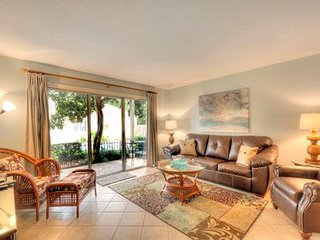 IMMACULATE CONDO ON GROUND FLOOR CLOSE TO VILLAGE, LIGHTHOUSE AND BEACH.