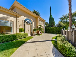 ★ Private & Gated ★ Beverly Hills ★ Pool ★ Elegant ★