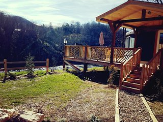 Luxury Romantic new Riverfront Yurt near Asheville,NC