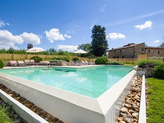 Castellina in Chianti Holiday Home Sleeps 10 with Pool and Air Con - 5226768