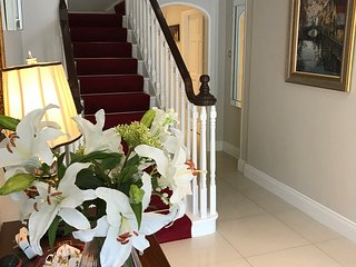 Killarney Luxury Town House -  4 BR - sleeps 9 - FREE Parking and WiFi