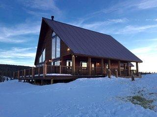 Majestic Rocky Mountain Chalet