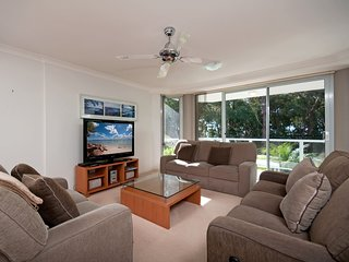 Bagnalls Beach Apartment, Unit 3/153 Government Road