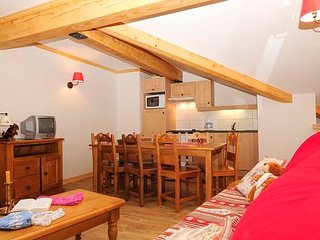 Cozy Couples Retreat with Access to AMAZING Skiing in Espace Diamant