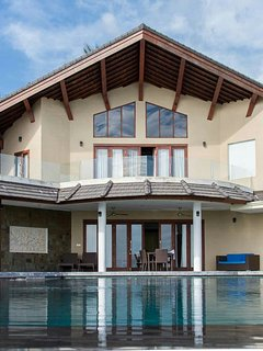 The Hill Villa - Ultimate luxury with infinity pool and breathtaking views.