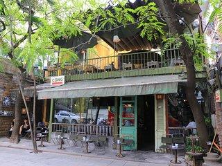 Moon house - center but quiet in Hanoi