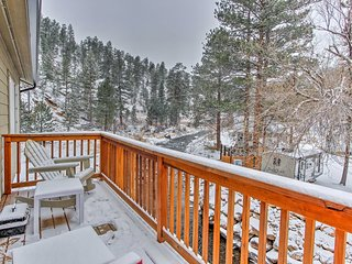 NEW! Updated 2BR Drake House on Big Thompson River