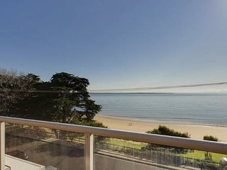 Cowes Beachfront Retreat - ABSOLUTE BEACHFRONT