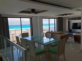 Apartamento Espacioso Frente al Mar en la Zona Hotelera