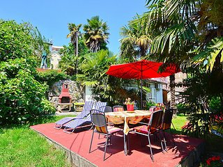 2 bedroom Villa with Air Con, WiFi and Walk to Beach & Shops - 5083995